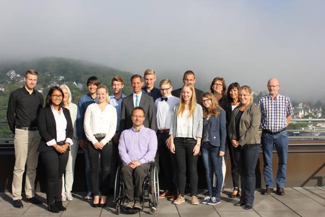 Landrat Andreas Müller und seine Kollegen begrüßten die neuen Auszubildenden der Kreisverwaltung. (Foto: Kreis)